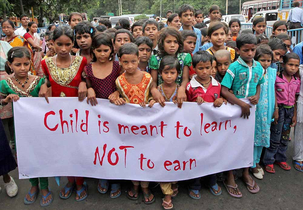 the worldwide issue of children labor Child labour employment is an ethical practice to an extent, in 3rd world countries it is where child labour most likely to be seen because the economic status are relatively poor, some of the family barely manage to buy food, financially they cannot afford school fees.